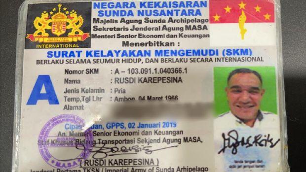 SIM 'Negara Kekaisaran Sunda Nusantara' milik pengemudi Pajero.