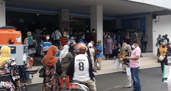 Suasana kepanikan di RS M Djamil Padang saat gempa terjadi