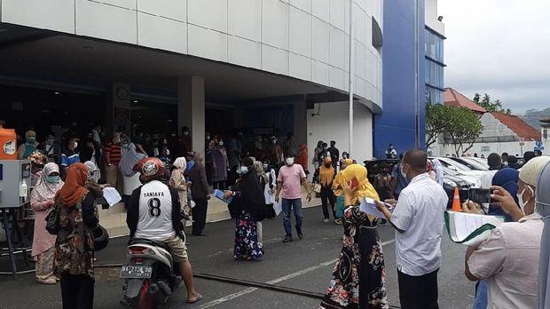 Suasana kepanikan di RS M Djamil Padang saat gempa terjadi (Jeka-detikcom)