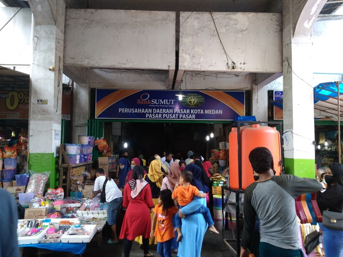 Suasana Pasar Pusat Pasar Medan jelang Lebaran, Rabu (5/5/2021))