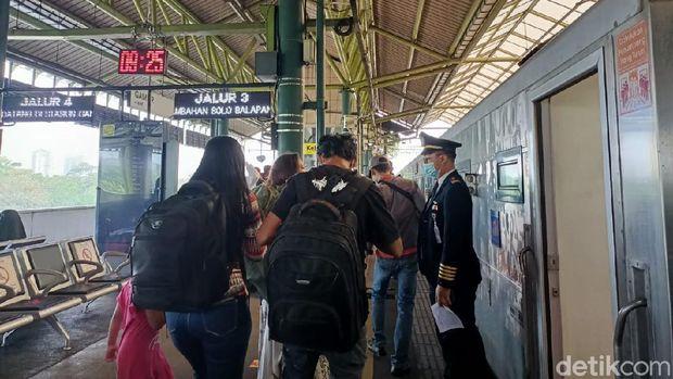 Suasana Stasiun Gambir H-1 larangan mudik (Karin/detikcom)