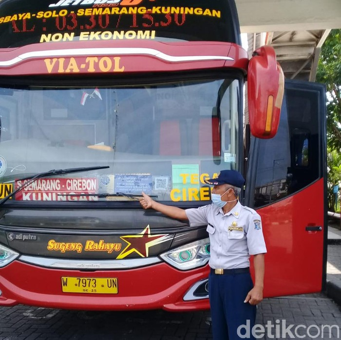Masa larangan mudik berlaku mulai hari ini hingga 17 Mei mendatang. Bus Antar Kota Antar Provinsi (AKAP) dan Antar Kota Dalam Provinsi (AKDP) di Terminal Purabaya tak beroperasi.