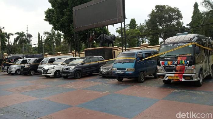 Travel gelap diamankan di Puncak Bogor.