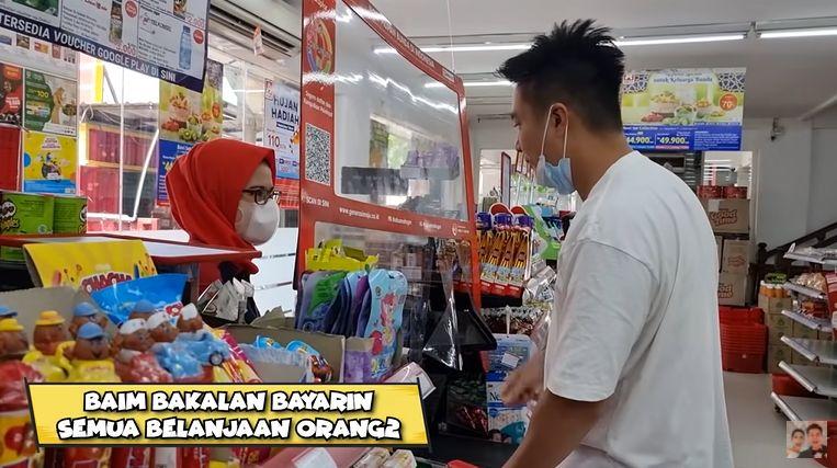 Baim Wong Bayari Setiap Orang di Minimarket
