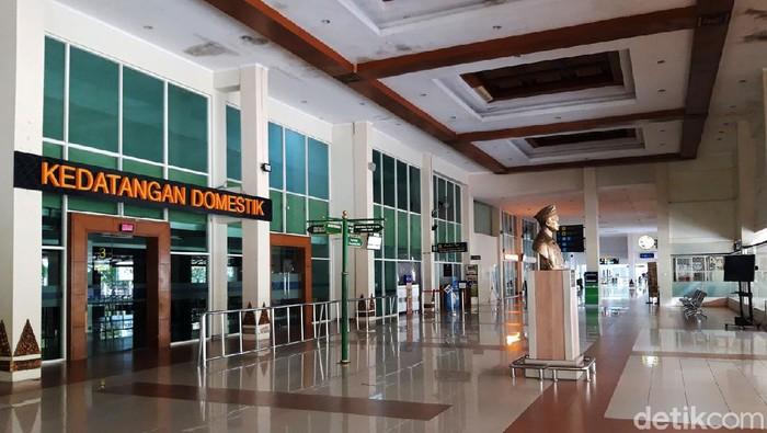 Larangan mudik Idul Fitri 2021 resmi diberlakukan mulai hari ini. Bandara Adi Soemarmo, Solo, pun tampak lengang karena tak ada jadwal penerbangan hari ini.