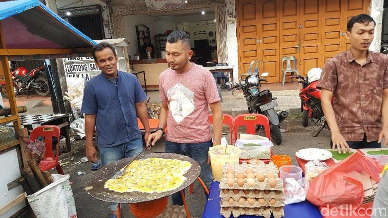 Berburu takjil ke Jalan Garuda Teater