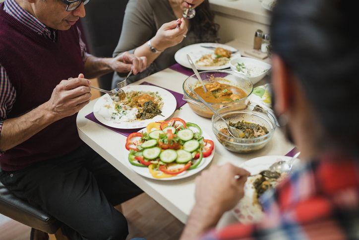 Bolehkah Meneruskan Makan Sahur Saat Azan Subuh Sudah Terdengar?
