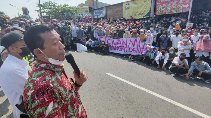 Buruh anak usaha Pan Brothers demo
