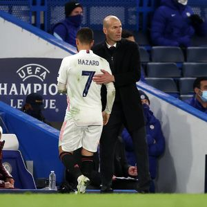 Asyik Ketawa Usai Madrid Kalah, Hazard Harus Minta Maaf