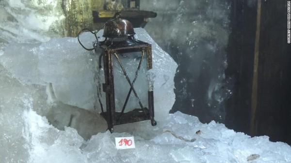 Para peneliti telah menemukan harta karun berupa artefak Perang Dunia I. Lokasinya ada di sebuah gua di Italia utara dan terungkap karena gletser yang mencair.