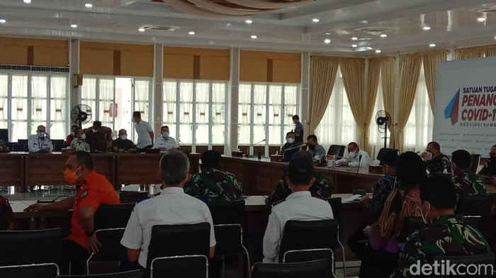 Gubernur Sumut Edy Rahmayadi memimpin rapat koordinasi penanganan virus Corona.