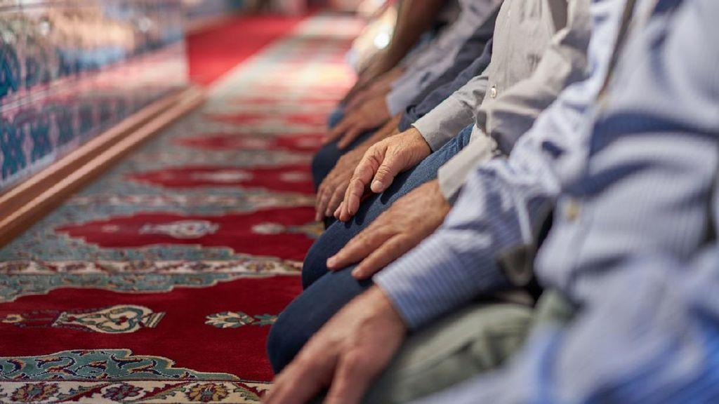 Penganut Islam Aboge Salat Idul Fitri Hari Ini