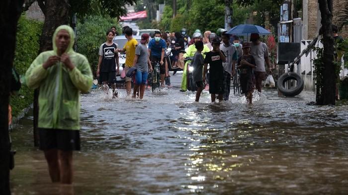 Jalanan Kompleks di Pamulang Terendam Imbas Hujan Deras (Foto: Andhika/detikcom)