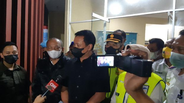 Kapolda Banten Irjen Rudy Heriyanto di Pelabuhan Merak saat penyekatan larangan mudik, Kamis (6/5/2021).