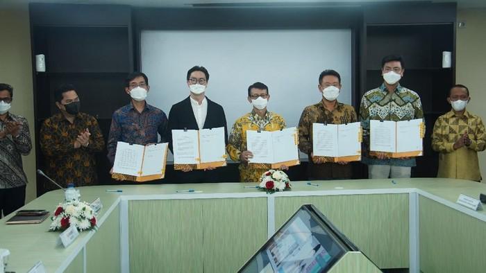 PT Industri Baterai Indonesia atau Indonesia Battery Corporation (IBC) telah menandatangani Heads of Agreement (HoA) terkait proyek investasi pabrik baterai kendaraan listrik dengan Konsorsium Baterai LG dari Korea Selatan.