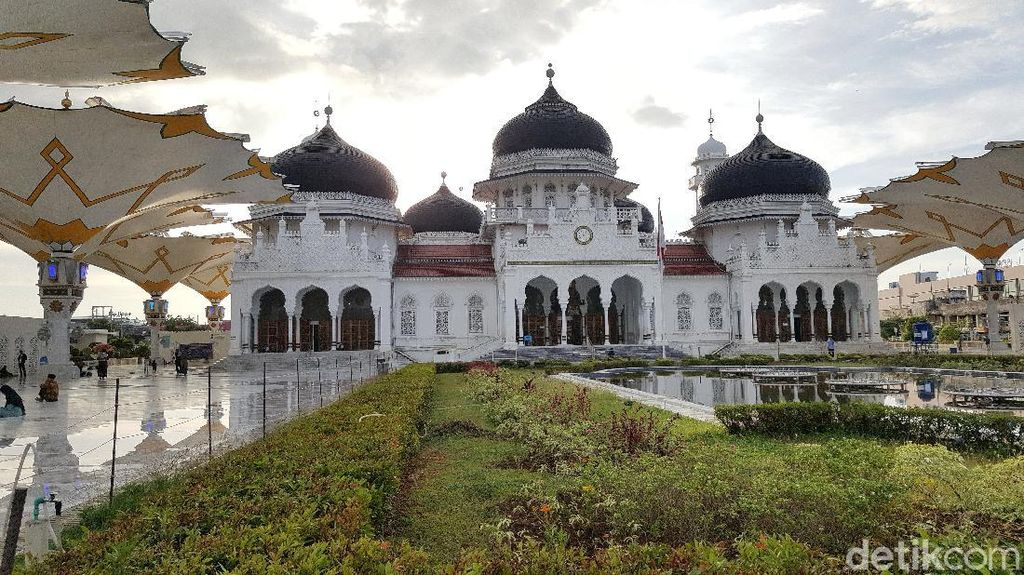 Masjid Baiturrahman Aceh Gelar Salat Id, Warga Tak Bermasker Dilarang Masuk