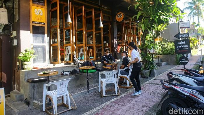 Tim detik bersama tim roadtrip Hyundai Ioniq Electric Car  kali ini mencicipi kopi di Seniman Coffe yang terletak di Ubud, Bali.