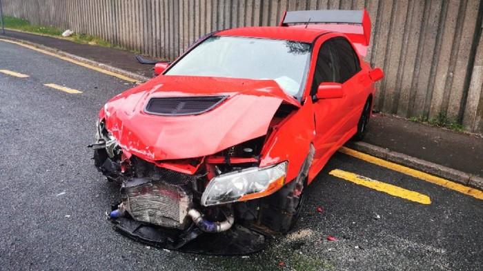 Mitsubishi Lancer Evo kecelakaan