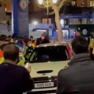 Kante Naik Mini Cooper, Dijaga Polisi dan Dielukan Fans Chelsea