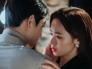10 Momen Mesra Song Joong Ki dan Jeon Yeo Bin di Vincenzo, Kini Dijodohin Fans
