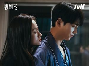 Song Joong Ki Ungkap Adegan Ciuman di Vincenzo Tak Sesuai Skenario