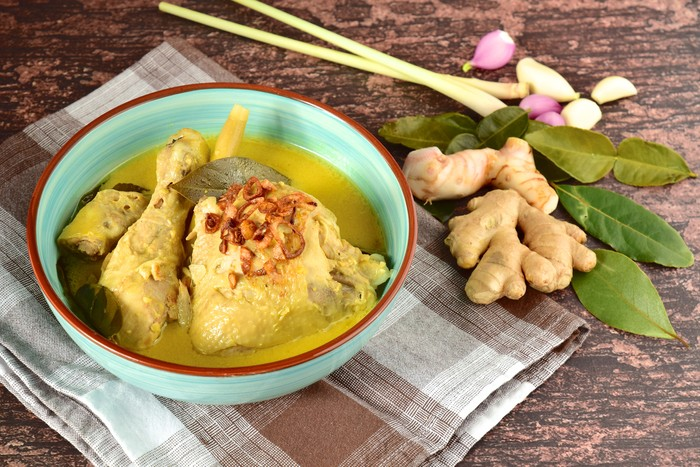 Opor ayam. Indonesian chicken curry