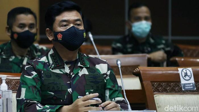 Komisi I DPR RI menggelar rapat kerja bersama Panglima TNI, Marsekal Hadi Tjahjanto dan Kepala Staf TNI AL (KSAL), Laksamana Yudo Nugroho di DPR.
