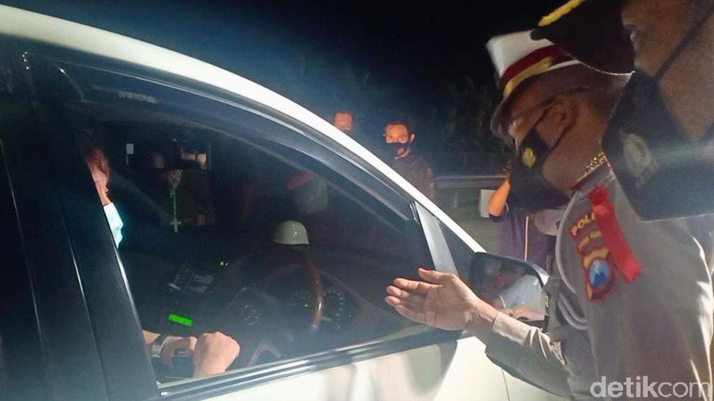 Ratusan Kendaraan Masuk Jatim Penuhi Syarat dalam Penyekatan di Ngawi