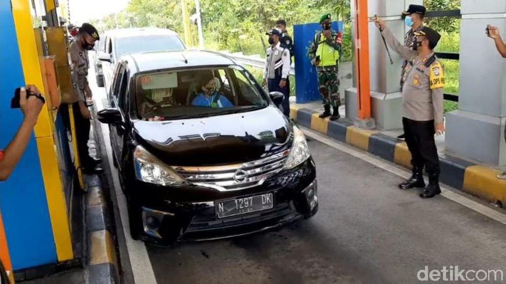 Ada 10 Kendaraan Diputar Balik dalam 30 Menit di Exit Tol Pasuruan