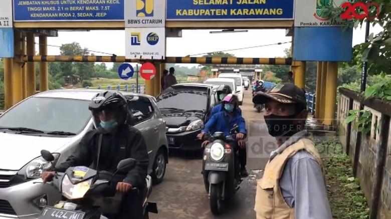 Penyekatan Mudik di Jembatan Cibeet Karawang Bikin Macet Panjang!