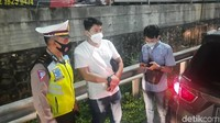Petugas Adu Mulut dengan Pengendara Kena Penyekatan di Tol Bekasi Barat