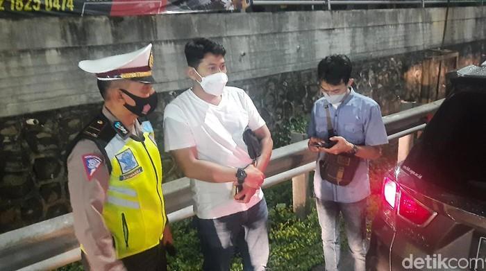 Petugas Adu Mulut dengan Pengendara Kena Penyekatan di Tol Bekasi Barat (Fathan/detikcom)