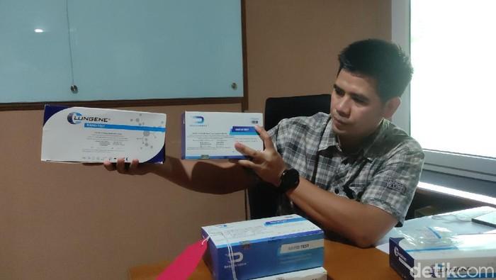 Polisi menunjukkan alat rapid test ilegal yang disita dari distributor di Jawa Tengah