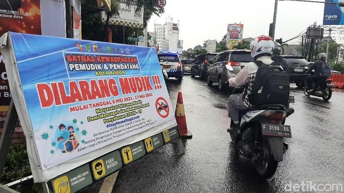 Pos penyekatan di Bogor