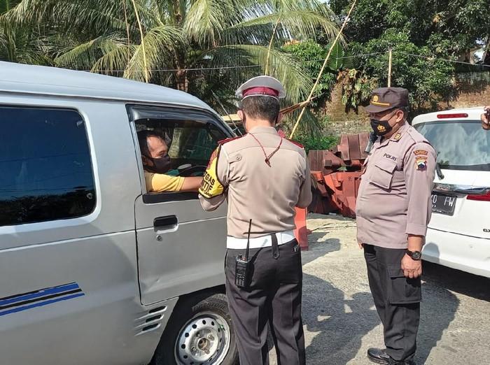 Pospam penyekatan mudik 2021 di Ajibarang, Banyumas, Kamis (6/5/2021).