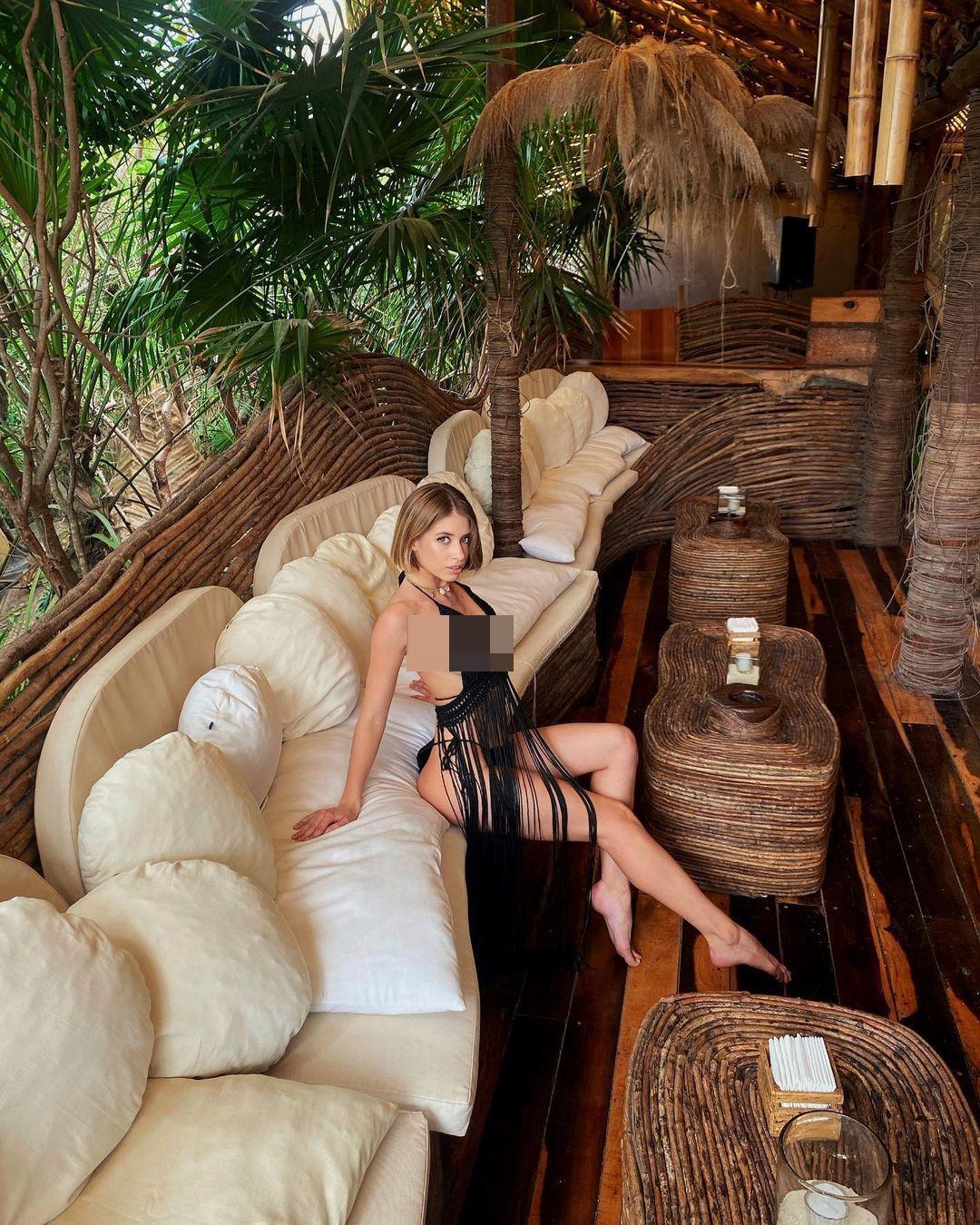 Ruslana Kovkova, salah satu model yang ada di kapal.