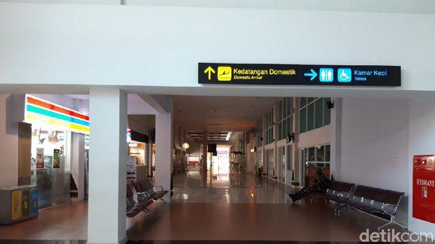 Suasana Bandara Adi Soemarmo, Solo saat hari pertama larangan mudik Lebaran Idul Fitri 2021