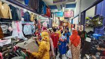 Pasar di Kudus Padat Pembeli Jelang Lebaran, Ada yang Abai Prokes
