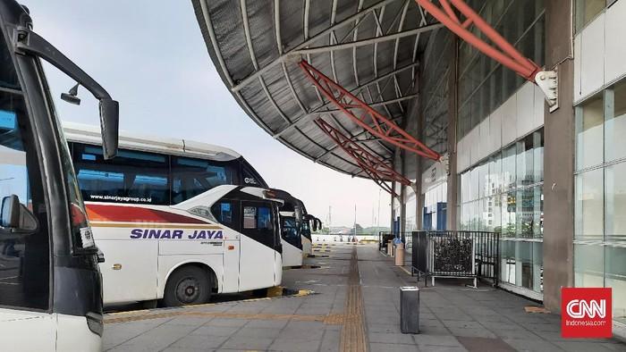 terminal Pulogebang yang sepi lada hari pertama larangan mudik, Kamis (6/5).