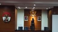 Pro-kontra Foto Jokowi-Maruf di Ruang Jumpa Pers KPK