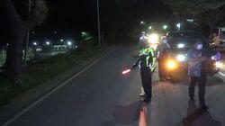 Polisi Amankan Mobil Pengangkut Motor Baru yang Bawa Pemudik di Tol Cikupa