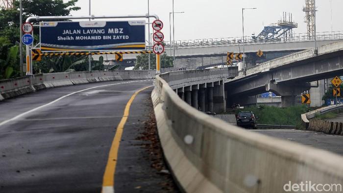 Polisi merekayasa lalu lintas untuk mendukung kebijakan larangan mudik 2021. Salah satunya dengan menutup Jalan Layang Tol Syeikh Mohammed Bin Zayed (MBZ).