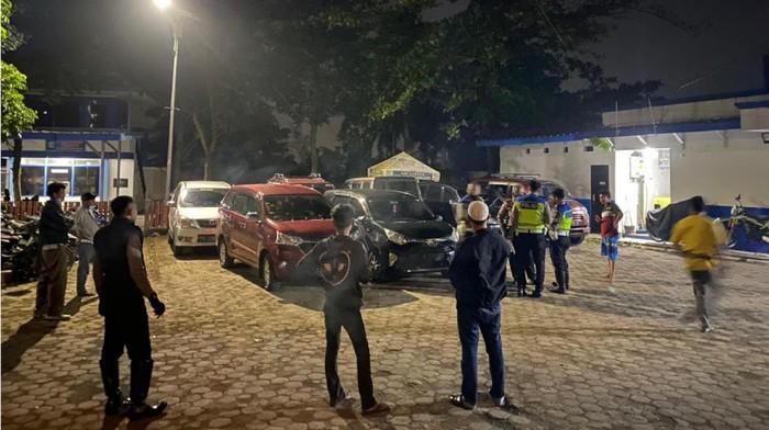 Sejumlah travel gelap yang membawa pemudik terjaring razia polisi di Cianjur.