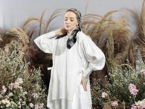Tren Baju Lebaran 2021: 10 Baju Putih untuk OOTD Hijab dari Brand Lokal