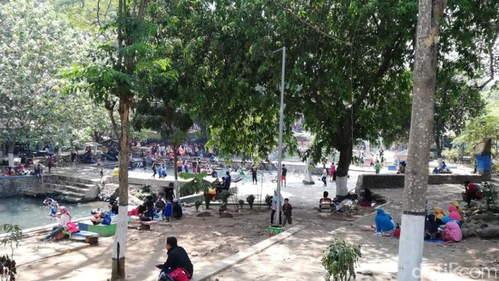 Tempat-tempat wisata di Pasuruan tetap buka selama libur Lebaran 2021. Namun, tempat-tempat wisata itu diawasi dengan ketat.