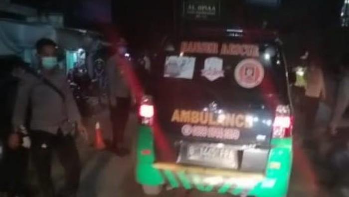 Ambulans bawa pemudik ke Subang dicegat di Tol Cikarang 1.