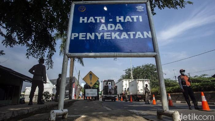 Larangan mudik telah diberlakukan sejak Kamis (6/5) lalu. Penyekatan pun dilakukan di sejumlah titik di kawasan Bekasi, salah satunya perbatasan Bekasi-Karawang