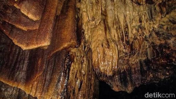 Ketertarikan pengunjung, kebanyakan dari cerita kalau lokasi ini tempat persembunyian PKI. Rasa penasaran seberapa besar kondisi di dalam gua, membuat banyak anak muda mengunjunginya. Penasaran merekapun berbonus dengan pemandangan natural batuan kars beragam bentuk.
