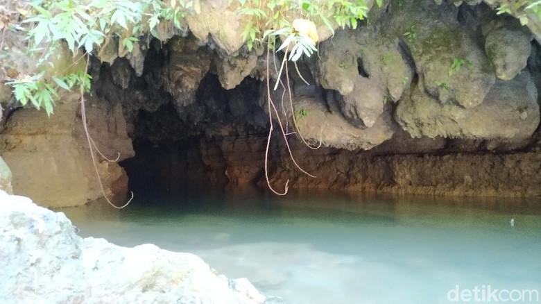 Libur lebaran ada baiknya eksplorasi destinasi wisata lokal yang belum anda kunjungi. Seperti di Blitar, ada gua Umbul Tuk yang eksotis untuk kita jelajahi.