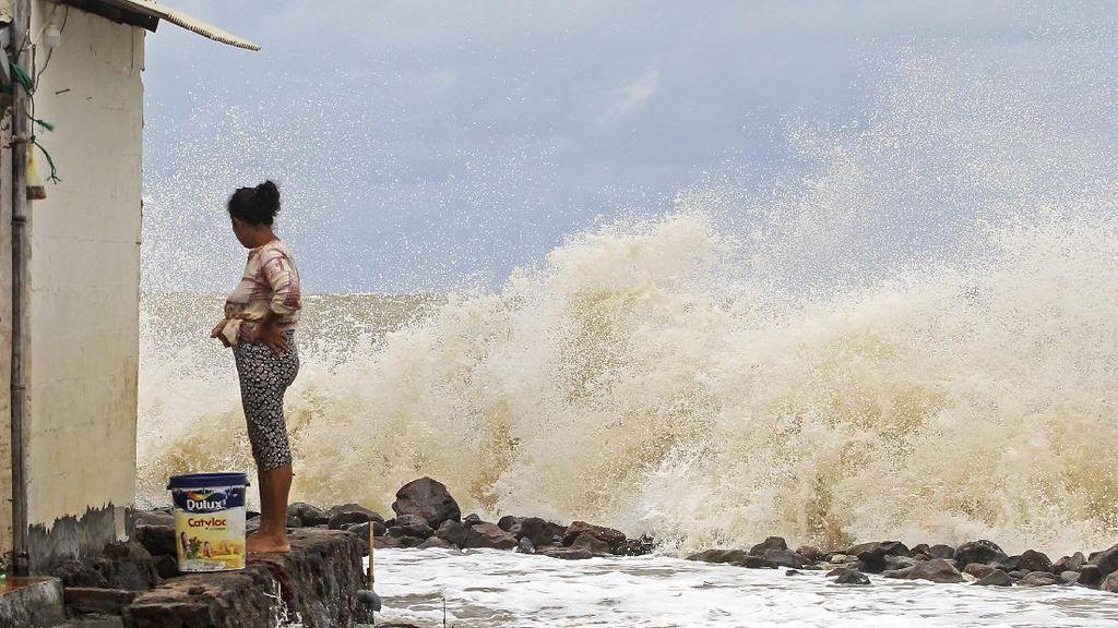 Hidup di Antara Pasang Surut Air Laut